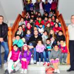Alumnes de l'escola Salvador Espriu coneixen l'Ajuntament de Roda de Berà per dins