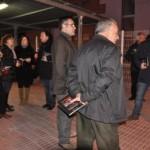 L'Ajuntament de Torredembarra fa campanya, fulletons en mà, per la manifestació en demanda d'una nova estació de tren