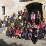 Alumnes de l'escola Les Eres de Creixell s'interessen per l'Ajuntament i Cal Cabaler