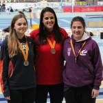 La tarragonina Marina Tibau es penja la medalla de bronze als campionats de Catalunya promesa en pista coberta