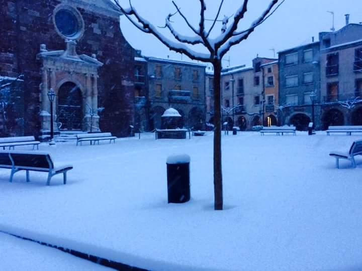La plaça de la Vila s'ha despertat de blanc