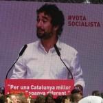Carles Castillo treu la bandera de l'esquerra rebel