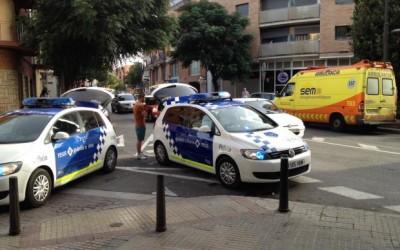 Un conductor sense permís i begut s'estavella contra una façana a Reus