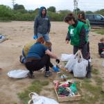 Una vintena de voluntaris netegen Muntanyans