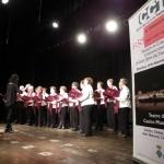 El cant de dues-centes persones grans del Tarragonès omple el Teatre del Casino de Roda