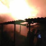 Un incendi calcina completament una casa de fusta de 100m2 al Creixell