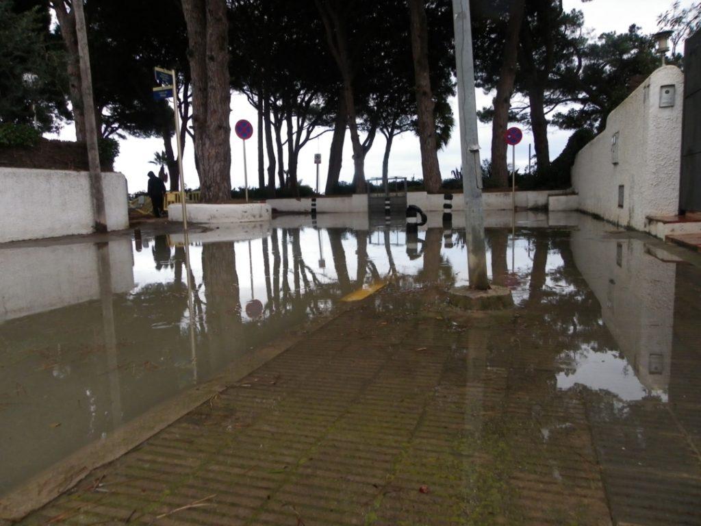 Carrers inundats a Vilafortuny. Foto: Romà Rofes / Tarragona21.cat