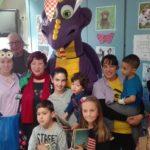 El drac Artcai de Creixell visita els nens ingressats a Joan XXIII