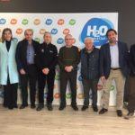 Els fundadors del Club Tennis Salou, homenatjats, reben el carnet de socis d'honor