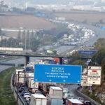 Els talls crucifiquen l'autopista AP-7 i es mantenen 18 trams viaris tallats a Catalunya