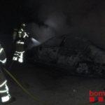 Cremen deu vehicles al pàrquing de l'Estació de l'AVE del Camp de Tarragona