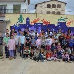 L'escola de Riudecanyes estrena mural i posa la primera pedra del futur gimnàs