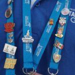 La moda entre els voluntaris: col·leccionar pins dels comitès olímpics