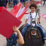 Prop d'un miler de persones participen a la cercavila 'Fes-te la Festa'