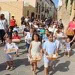 Creixell reviu la tradició del pa beneït i la processó del Santíssim Sagrament