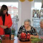 Reconeixement a una àvia centenària del Creixell