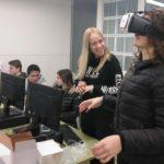 Alumnes de Batxillerat de l'Institut El Morell duran a terme activitats científiques pels més menuts
