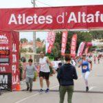 Més de 900 persones, entre adults i infants, participen a la Cursa de l'1 de maig d'Altafulla