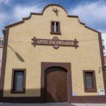 Constantí finalitzen les tasques de pintura a la façana de l'Antic Escorxador