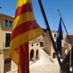 Arrenquen la pancarta independentista i el llaç groc penjats pel nou alcalde d'Altafulla