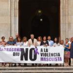 L'Ajuntament fa un minut de silenci per condemnar la violència masclista