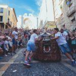 Els Gegants Vells Petits s'incorporen a una Baixadeta que presenta nou recorregut
