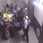 Justícia premia tres funcionaris de la presó del Catllar per aturar una baralla amb mediació i apagar un incendi