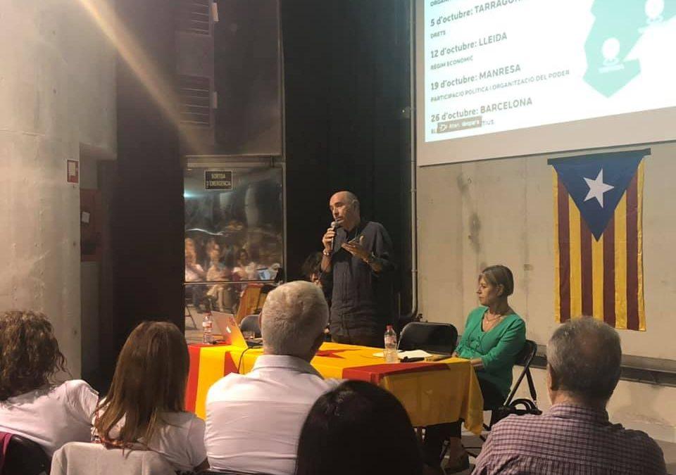 Lluís Llach defensa a Almoster la futura Constitució catalana
