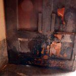 Investiguen l'autoria del foc provocat a la porta de l'Ajuntament de matinada