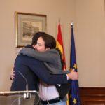 Sánchez i Iglesias signen un preacord de govern de coalició en només 48 hores