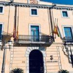 Dia de dol a Constantí i banderes a mig pal per la mort del treballador de la química