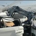 Tres cotxes del Port afectats per la caiguda de peces de l'explosió química