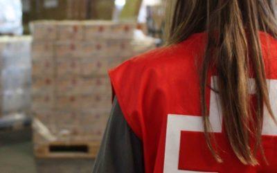 Creu Roja reparteix prop d'una tona d'aliments a la província