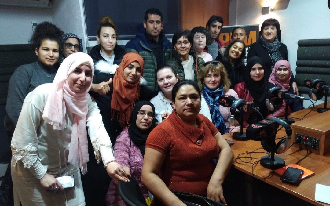 Alumnes de català llegeixen poemes a Constantí Ràdio per celebrar el Dia Internacional de la llengua materna