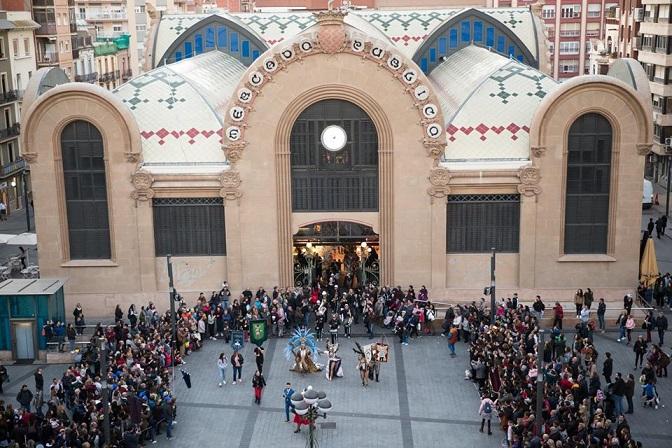 L'arribada del Carnaval omple de festa i colors els mercats