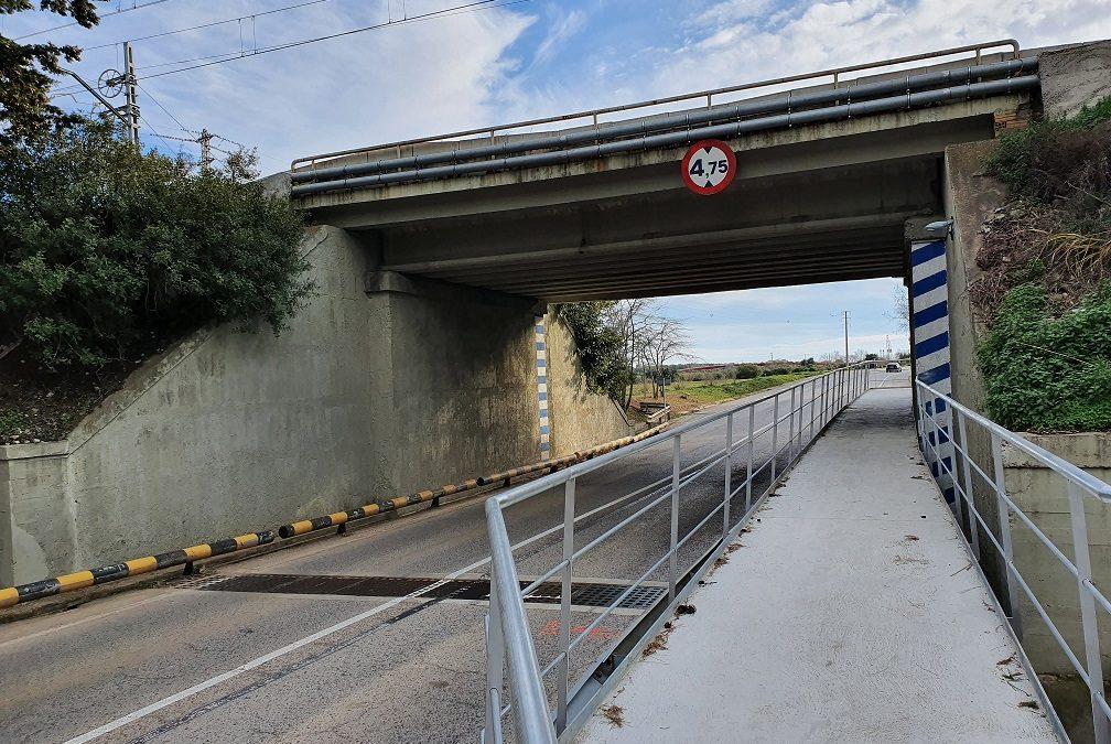 En servei ja la passera elevada sota el pont de l'antiga N-340 a Vila-seca