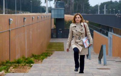 Carme Forcadell surt per primer cop de la presó de Mas d'Enric
