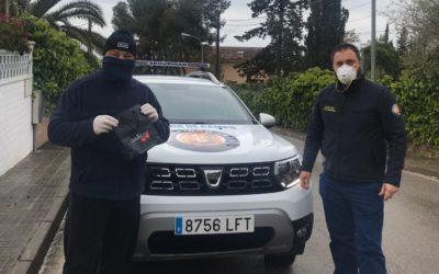 Lliuren ordinadors a avis de Tarragona perquè es puguin comunicar amb els seus familiars