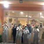 Cuidadores i sanitàries entonen el 'Resistiré' als Pallaresos