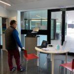 Vandellòs i l'Hospitalet reparteix les targetes moneder als 60 alumnes del municipi amb beca menjador