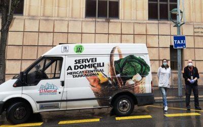 Els paradistes del Mercat Central fan una donació de material sanitari als hospitals de la ciutat