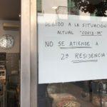 Un forn de Cambrils penja el cartell: 'No s'atén a segona residència'