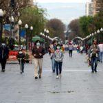 Patinets, bicicletes i curses amb mascaretes a Tarragona en el primer dia de desconfinament dels infants