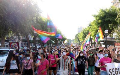 Unes 200 persones es manifesten per defensar els drets del col·lectiu LGTBIQ+ a Tarragona