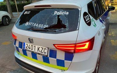 Un grup de torrencs protagonitza baralles que acaben amb un detingut i un vehicle policial malmés