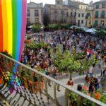 Prades surt al carrer per rebutjar els homòfobs que amenacen un veí drag queen