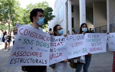 Catalunya encapçala la contractació de professors associats i supera el límit legal de personal temporal