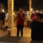 Joves informadors de Creu Roja sensibilitzen sobre la COVID-19 en espais d'oci nocturn a Tarragona