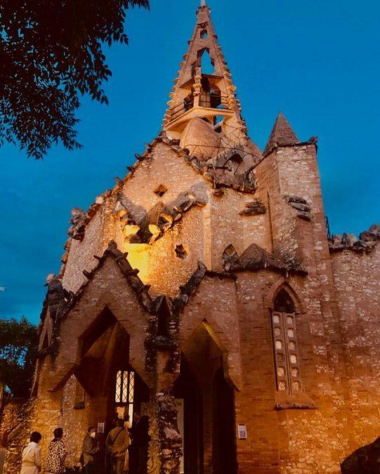 La restauració de l'església jujoliana de Vistabella entra en una nova fase