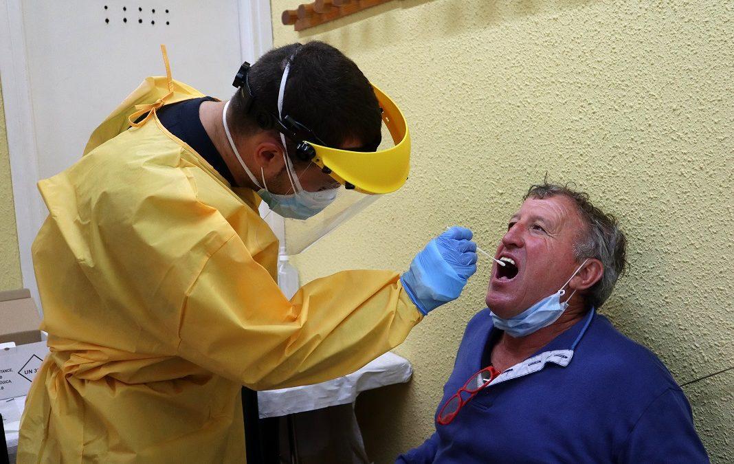 Baixa el nombre de contagiats per coronavirus amb les escoles tancades el cap de setmana